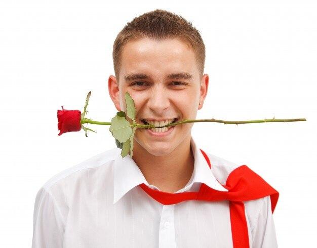 Фото мужчина с цветком в зубах