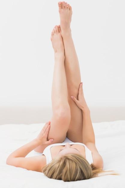 seks-vverh-nogami-foto