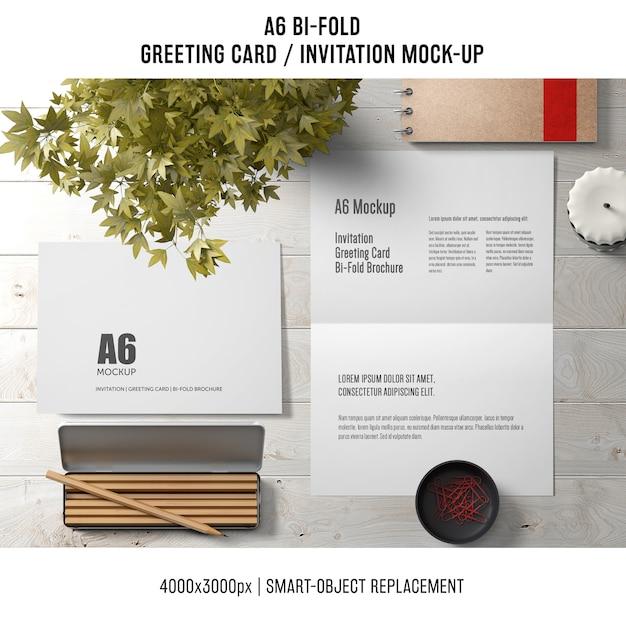 A6 bi-fold szablon karty z pozdrowieniami z kredkami i roślin Darmowe Psd