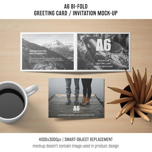 A6 bi-fold zaproszenie makieta z kawą Darmowe Psd