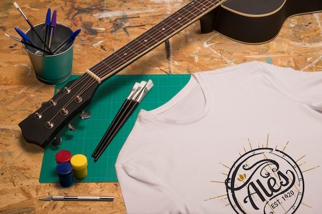 Biała Koszulka I Gitara Z Wysokim Widokiem Darmowe Psd