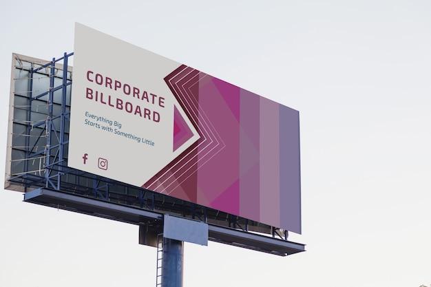 Billboard makieta na zachód słońca niebo Darmowe Psd