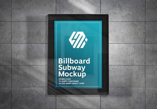 Billboard Wiszący Na Metalowych Panelach ściennych Mockup Premium Psd