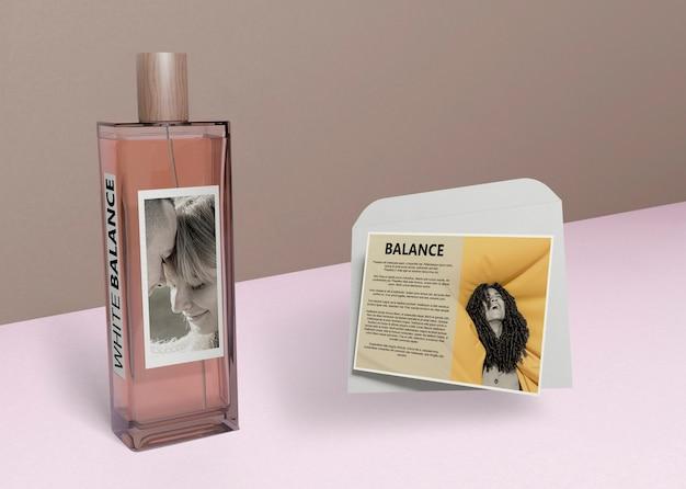 Butelka Perfum I Informacje Obok Darmowe Psd