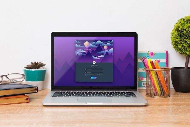 Frontowy Widok Laptop Na Biurku Z Piórami I Agendami Darmowe Psd