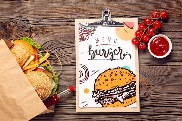 Hamburgeru Menu W Papierowej Torbie Na Drewnianym Tle Darmowe Psd