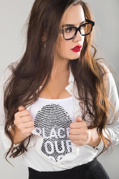 Kobieta T-shirt Mock-up Darmowe Psd