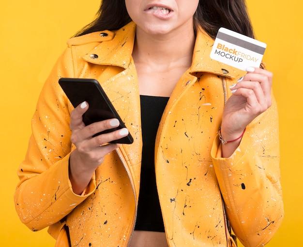Kobieta Z Koncepcją Czarny Piątek Z Kartą Kredytową Darmowe Psd
