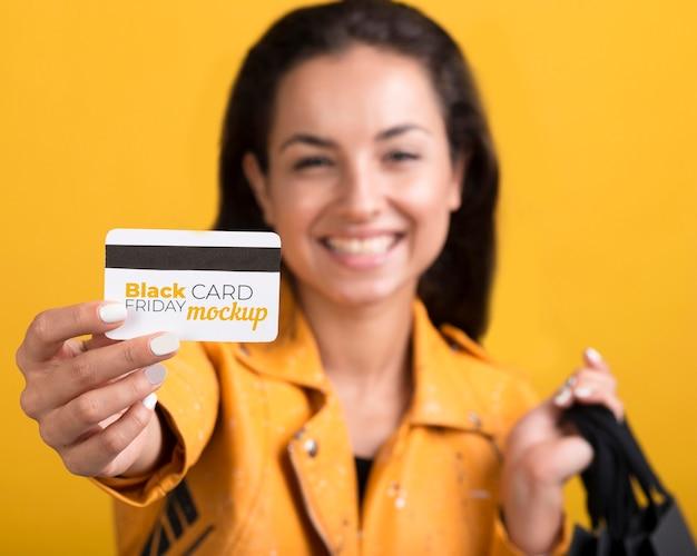 Kobieta Z Koncepcją Czarny Piątek Z Kartą Kredytową Premium Psd