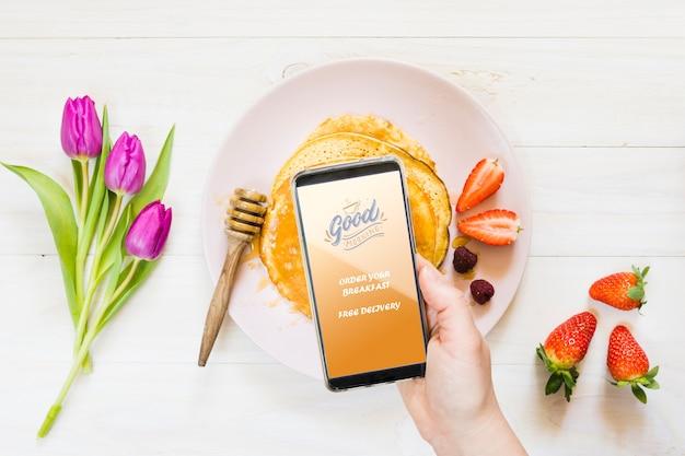 Kolekcja Naleśników śniadaniowych Obok Smartfona Darmowe Psd
