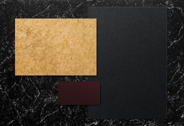 Kolekcja papieru na marmurowej makiecie Darmowe Psd