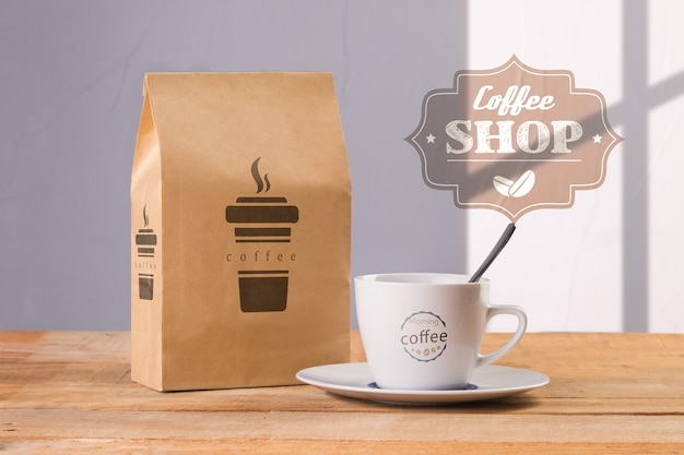 Kubek Do Kawy Z Makietą Torebki Z Kawą Darmowe Psd