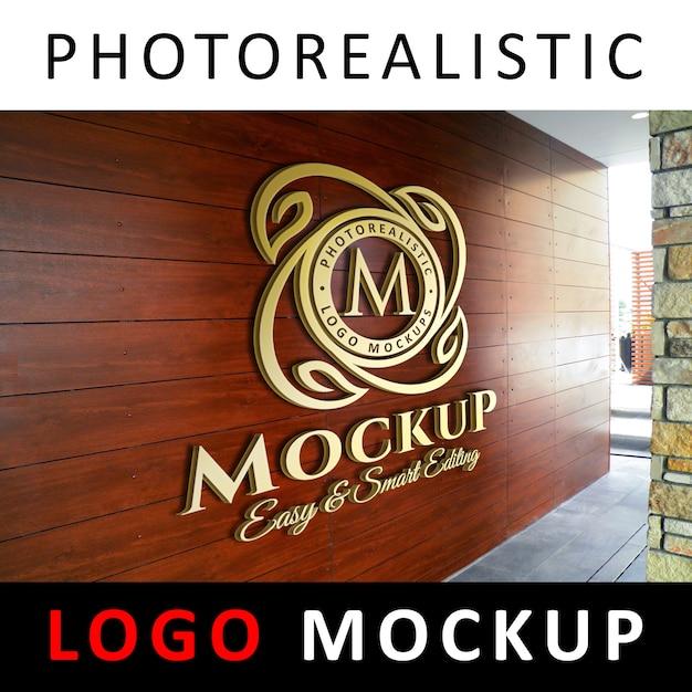 Logo makieta - 3d golden logo na drewnianej ścianie Premium Psd