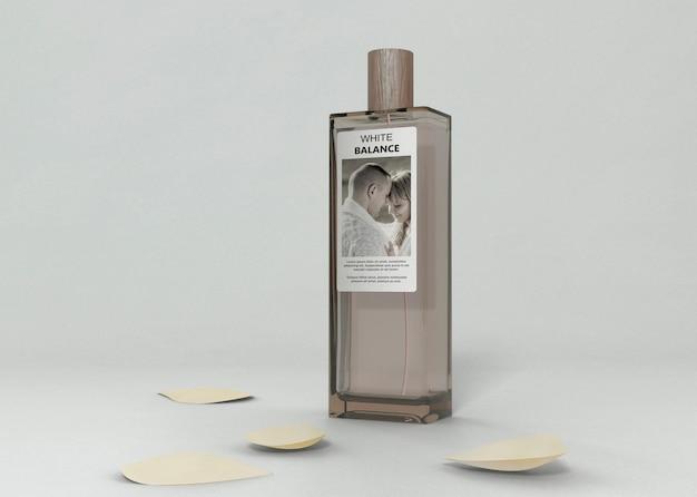 Makieta Butelki Perfum Na Stole Darmowe Psd
