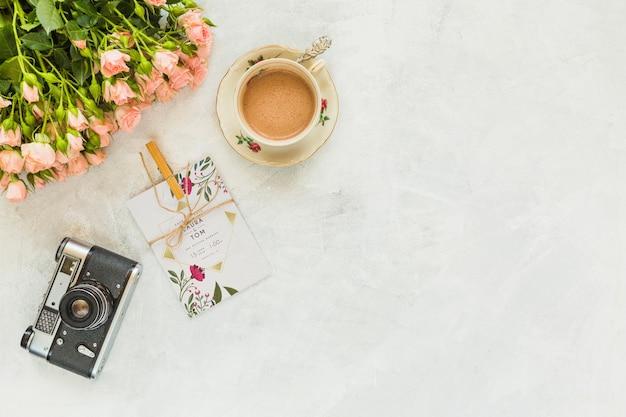 Makieta karty z kwiatów dekoracji na ślub lub cytat Darmowe Psd