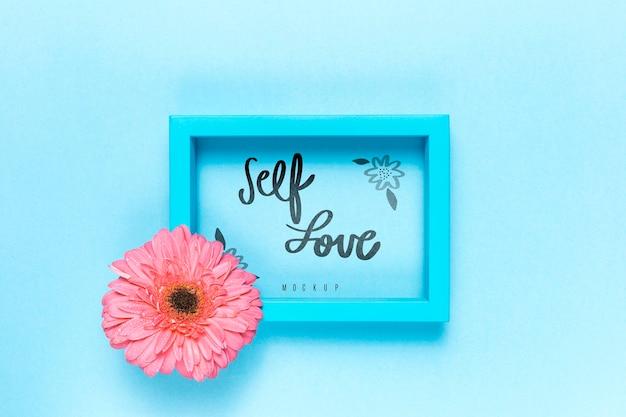 Makieta Kwiatowy Koncepcja Miłości Własnej Darmowe Psd