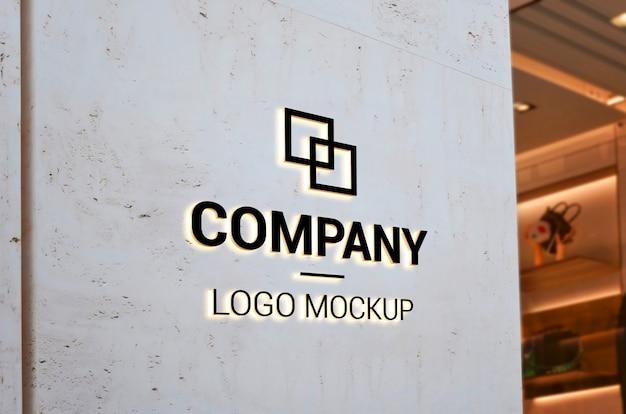 Makieta Logo Na Pustej ścianie Wejściowej światłem. Branding Premium Psd