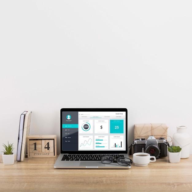 Makieta Marketingu Cyfrowego Z Laptopem Darmowe Psd