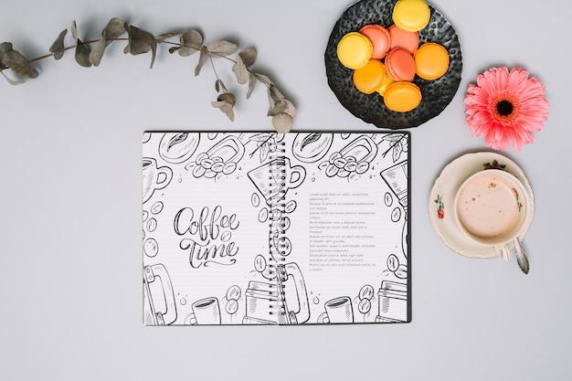 Makieta notebooka z koncepcją wiosny Darmowe Psd
