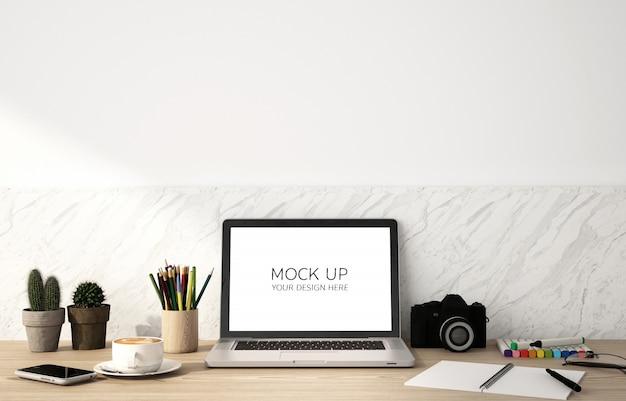 Makieta Parawanowego Laptopa Na Drewnianym Stole I Białym Tle ściany Premium Psd