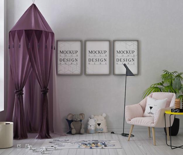 Makieta Ramek Plakatowych W Uroczym Pokoju Zabaw Z Fioletowym Namiotem I Zabawkami Premium Psd