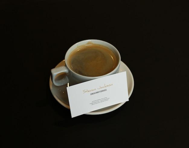 Makieta Wizytówki Psd Z Filiżanką Kawy Lub Cappuccino Premium Psd