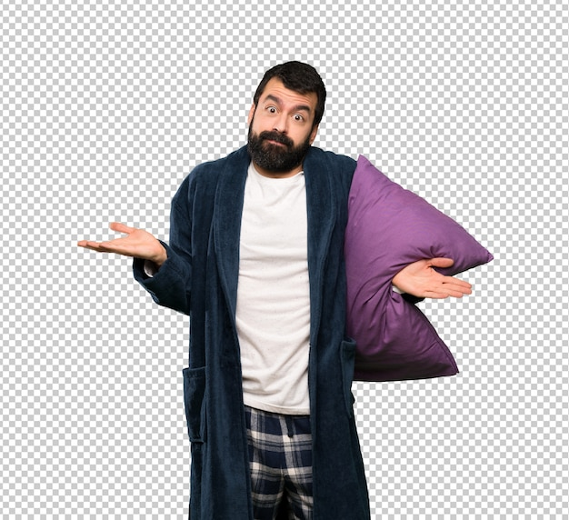 Mężczyzna Z Brodą W Piżamach Mający Wątpliwości Podczas Podnoszenia Rąk Premium Psd