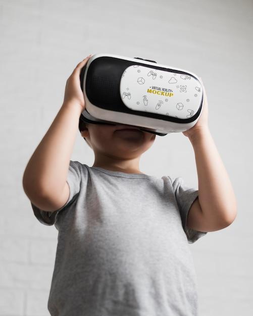 Młody Chłopak Próbuje Wirtualnej Rzeczywistości Darmowe Psd