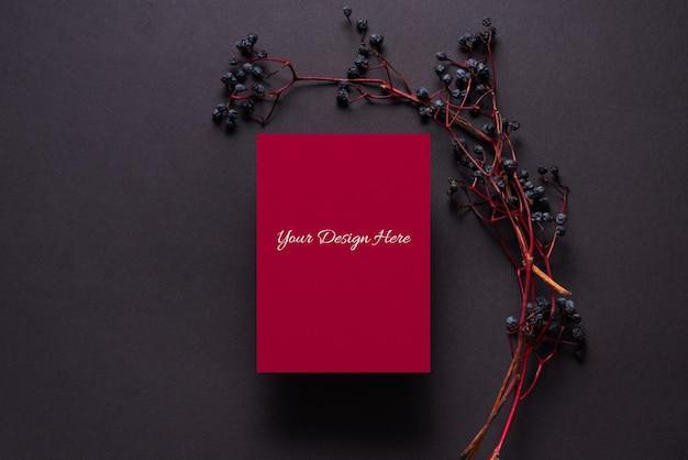 Oddział Dzikich Winogron I Makieta Arkusza Czerwonego Papieru Premium Psd