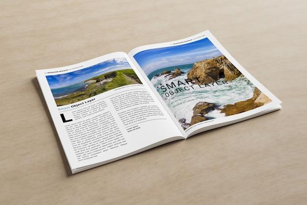 Otwórz magazyn na drewnianej powierzchni makieta Premium Psd