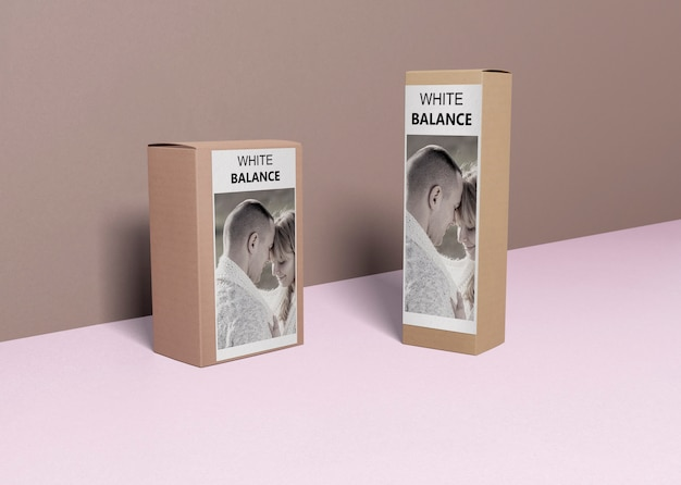 Perfumy Na Pudełkach Na Stole Premium Psd