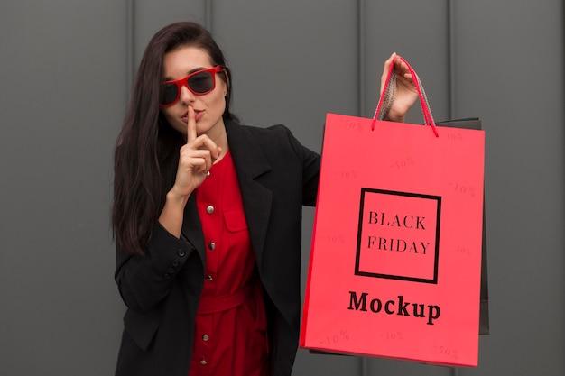 Piękna Kobieta Z Koncepcją Czarny Piątek Torba Premium Psd