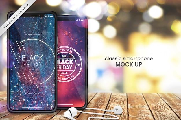 Pixel Doskonałe Makieta Dwóch Smartfonów I Słuchawek Na Drewnianym Stole Sklepowym Premium Psd