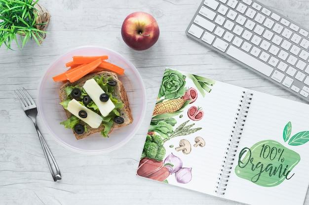 Płaskie Ukształtowanie Zdrowej żywności Z Notatnika Makieta Darmowe Psd