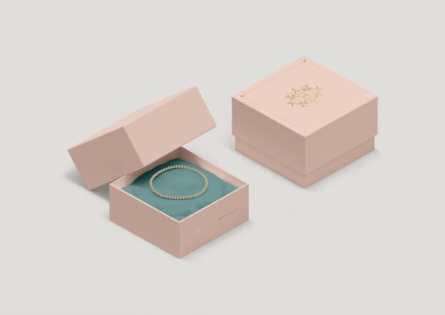 Pudełko Na Biżuterię O Wysokim Kącie Ze Złotą Bransoletką Darmowe Psd