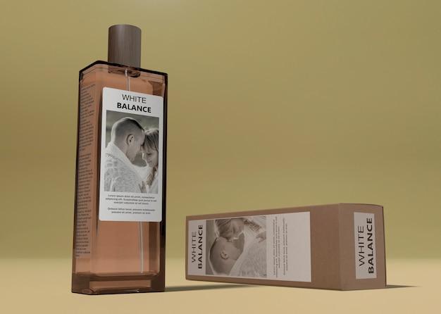 Pudełko Na Perfumy Obok Butelki Na Stole Darmowe Psd
