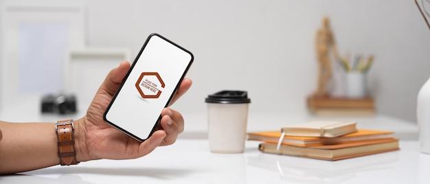 Ręka Trzyma Makieta Smartfona Premium Psd