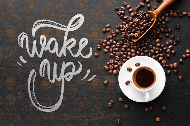 Smaczne Filiżanki Kawy I Ziaren Kawy W Tle Darmowe Psd