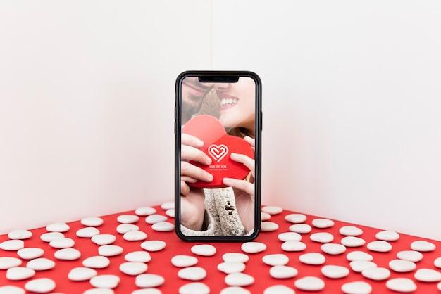 Smartphone makieta z valentine pojęciem Darmowe Psd