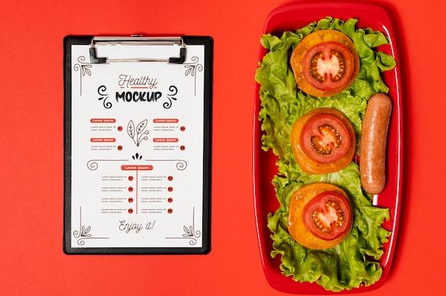 Śniadanie Z Podkładką I Plastrami Pomidorów Darmowe Psd