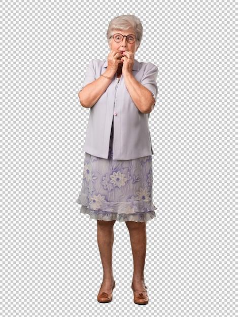 Starsza Kobieta W Ciele, Gryząca Paznokcie, Nerwowa, Bardzo Niespokojna I Przestraszona W Przyszłości, Czuje Panikę I Stres Premium Psd