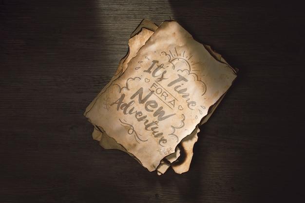 Stary papierowy mockup dla przygody pojęcia Darmowe Psd