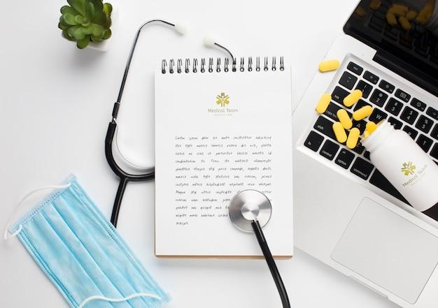 Stetoskop I Notebook Z Laptopem Obok Darmowe Psd