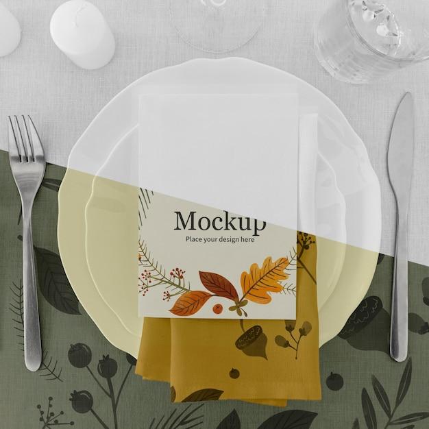 Stół Obiadowy Na święto Dziękczynienia Ze Sztućcami I Talerzami Darmowe Psd