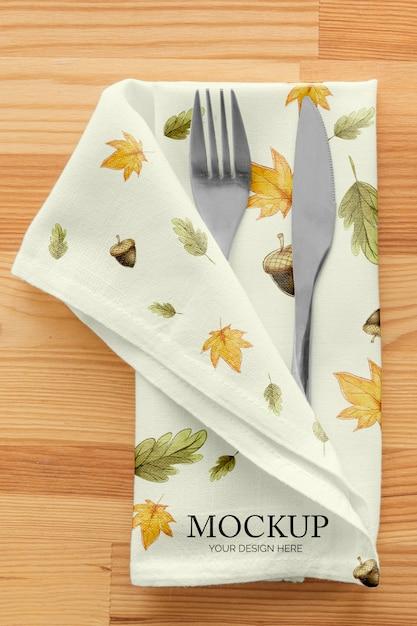 Stół Obiadowy Na święto Dziękczynienia Ze Sztućcami W Serwetce Darmowe Psd