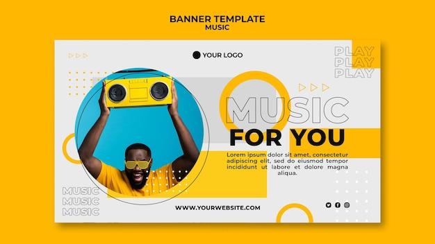 Szczęśliwy Człowiek Słuchanie Muzyki Szablon Sieci Web Banner Darmowe Psd