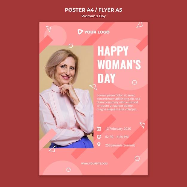 Szczęśliwy Dzień Kobiety Plakat Szablon Z Kobietą Pozowanie W Elegancki Strój Darmowe Psd