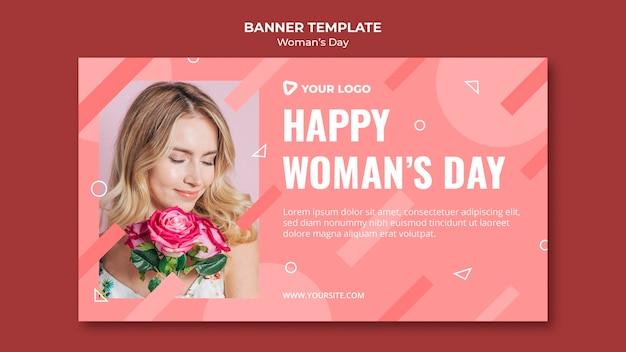 Szczęśliwy Dzień Kobiety Szablon Transparent Z Kobieta Trzyma Bukiet Róż Darmowe Psd