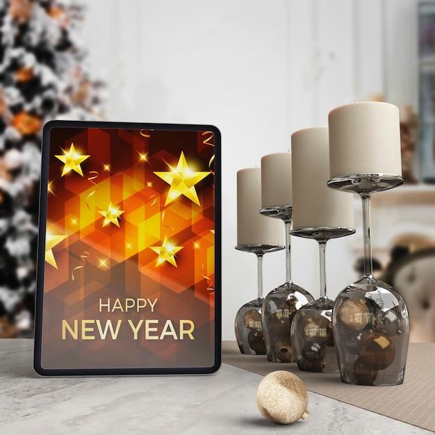 Tablet Na Stole Z życzeniem Na Noc Nowego Roku Darmowe Psd
