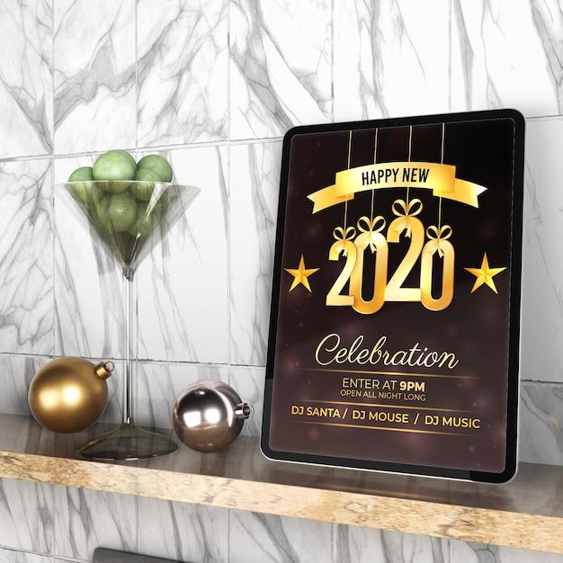 Tablet Z Wiadomością Nowego Roku Na Półce Darmowe Psd